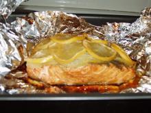 Рыба в фольге,запеченная с лимоном,овощами