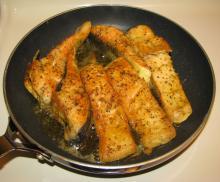 Треска, жаренная со сладким стручковым перцем и помидорами